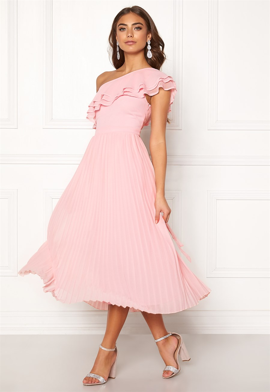 bubbleroom-carolina-gynning-frill-one-shoulder-dress-light-pink
