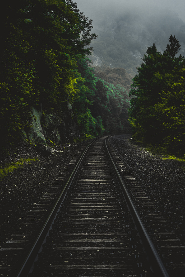 train-foto-derek-story-unsplash